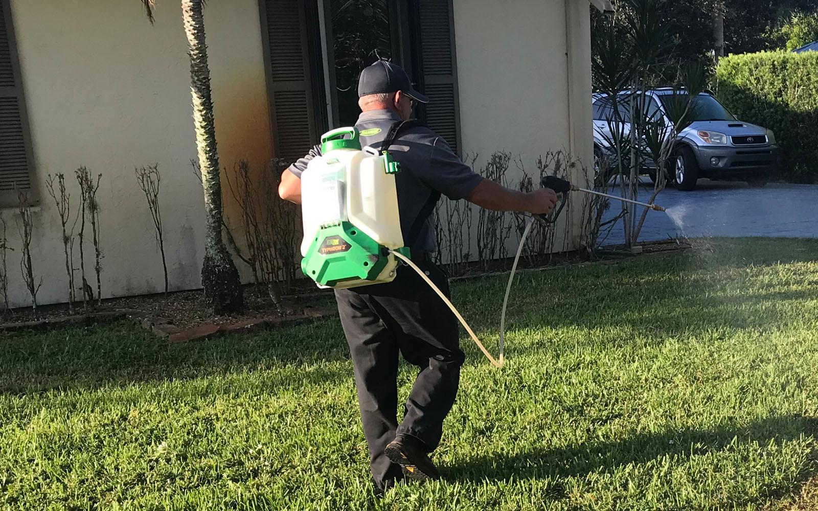 pest-control-tech-spraying